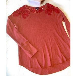 American Eagle Detailed Embroidery Thermal Top Sml